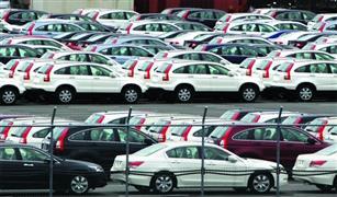 سياسيون ألمانيا يطالبون ميركل بالمزيد من الضغوط على شركات السيارات