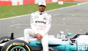 """آمال هاميلتون تزداد في نيل لقب """"فورمولا 1"""" بعد معاقبة فيتل"""