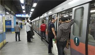 إنتظام حركة القطارات بالخط الثانى للمترو بعد توقف لاستخدام زر الطوارئ بطريق الخطأ