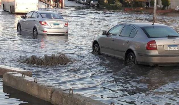 تحويلات مرورية بمحور التسعين والشهيد بسبب كسر ماسورة مياه.