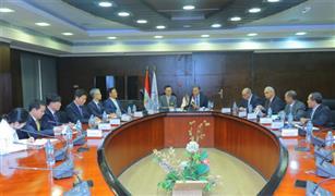 بحضور سفيري كوريا الجنوبية وإيطاليا.. عرفات يعقد 3 اجتماعات لتحسين منظومة النقل