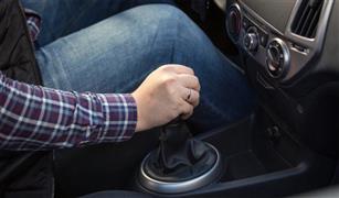 """ماذا يعني مصطلح """"الغيار العكسي""""في قيادة السيارات؟"""