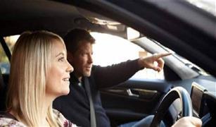 دماغ المرأة والرجل مختلفان.. من الأكثر قدرة على قيادة السيارة؟