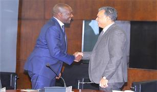 وزير النقل يلتقي نائب رئيس البنك الدولي لبحث التعاون في مجال السكك الحديدية