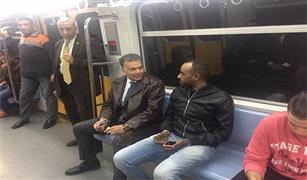 وزير النقل يطمئن على خدمات الركاب في جولة مفاجئة بعد منتصف الليل لمحطات الخط الثالث للمترو