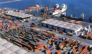انتظام أعمال الشحن والتفريغ بميناء الإسكندرية رغم غلق البوغاز