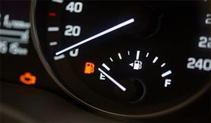 احذر القيادة حتى فراغ خزان الوقود .. هذه أبرز الأضرار