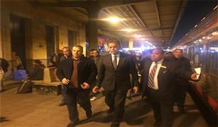 وزير النقل في جولة تفقدية مفاجئة منتصف الليل بمحطة مصر برمسيس