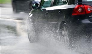 احترس من أمطار اليوم.. تأكد من عمل مساحات سيارتك قبل الانطلاق صباحا