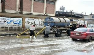 الدفع بسيارات شفط المياه بالميادين  والانفاق بالاوناش لتسيير الحركة المرورية