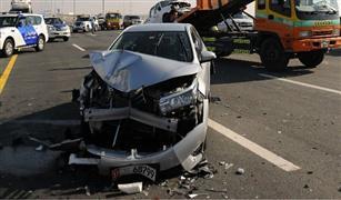 بالفيديو الضباب يتسبب في  حادث مروع بابو ظبي  نتيجة تصادم 44 سيارة وشاحنة  ضخمة