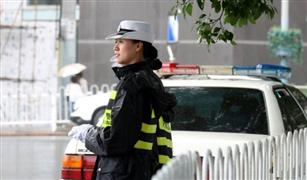 كيف تصرفت الشرطة الصينية مع سيارة لا تتوقف؟ | فيديو