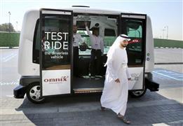 مسئول يكشف أسباب توجه الإمارات إلي المركبات ذاتية القيادة