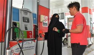 تعرف على أول سيدة سعودية تعمل بمحطة بنزين| صور