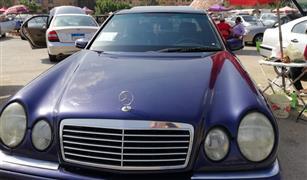 بالفيديو.. ناجي يبيع سيارته المرسيدس عيون في سوق العاشر بسعر مخفض .. وهذه الأسباب