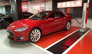 أشهر شركة لصناعة السيارات الكهربائية تبدأ تسريح جزء من عمالها