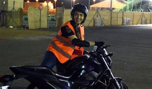 سعوديات يتدربن على قيادة الدرجات النارية قبل أسبوع من الانطلاق بها على الطرق