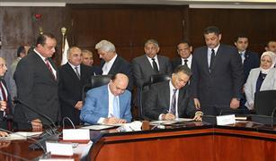 توقيع برتوكول تعاون مشترك بين وزارة النقل وهيئة قناة السويس  في أعمال التكريك