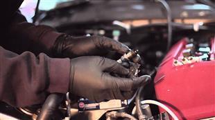 هل تؤدي بطارية السيارة السيئة إلى فشل وصول الوقود لمحرك سيارتك