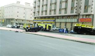 بالفيديو .. باكستاني يسرق بلدوزر في مكة ويدهس 23 سيارة