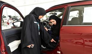 المعارض وتوكيلات السيارات بالسعودية تمنح النساء مميزات خاصة