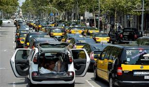 اتساع نطاق إضراب سائقي سيارات الأجرة في إسبانيا احتجاجا على أوبر
