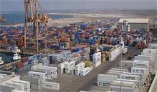وصول و سفر 4330 راكب بموانى البحر الاحمر و تداول 400 شاحنة