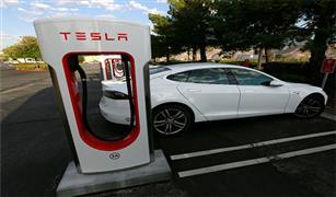 تيسلا للسيارات الكهربائية تدرس إعادة شراء كامل أسهمها المطروحة للتداول