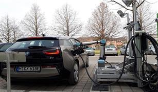 بالفيديو.. الروبوت يشحن لك سيارتك مستقبلا