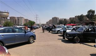 بالفيديو والصور.. تحسن حركة بيع السيارات المستعملة بسوق العاشر