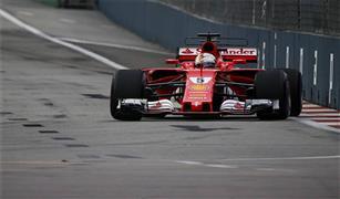 فيراري يفرض هيمنته على التجربة الحرة الثالثة لسباق فورمولا السنغافوري
