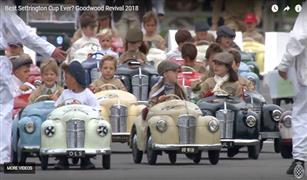 سباق سيارات غريب للأطفال في بريطانيا  فيديو
