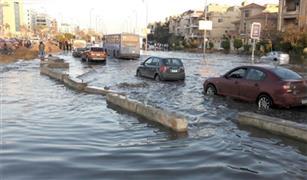 كثافات مرورية عالية بسبب تصادم ٤ سيارات على كوبرى أكتوبر وكسر ماسورة مياه بصلاح سالم