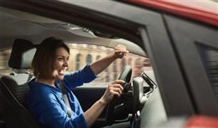 عادات خطيرة تؤديها أثناء قيادة السيارة.. توقف عنها فورًا