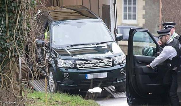 """بعد ساعات من الحادث.. سيارة """"طبق الأصل"""" للأمير فيليب ذو الـ97 عامًا"""