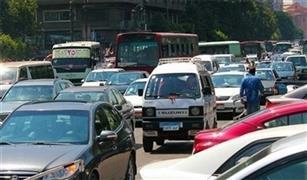 كثافات مرورية بسبب ٣ حوادث تصادم للسيارات وكسر سور  شارع الأزهر صباح اليوم.