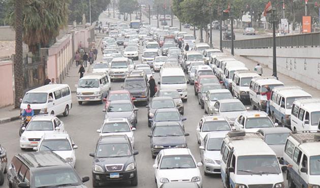 الحالة المرورية: كثافات متحركة على محاور القاهرة والجيزة .