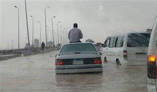 كيف تتصرف إذا فوجئت بسيارتك تغوص في مياه الأمطار؟