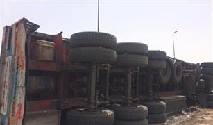 الحالة المرورية اليوم : إغلاق نزلة المحور تجاه القرية الذكية والصحراوى لانقلاب سيارة مقطورة.