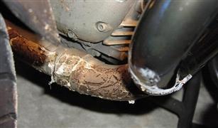 احذر.. أكياس البلاستيك العالقة أسفل سيارتك قد تتسبب في كارثة