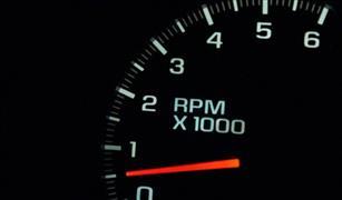 أسباب عدم استقرار مؤشر الأر بي أم في سيارتك