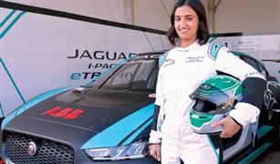اول امرأة سعودية تشارك في سباق سيارات في المملكة.