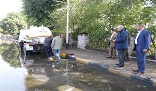 محافظ الجيزة يقود عمليات شفط مياه الأمطار من المحاور والطرق