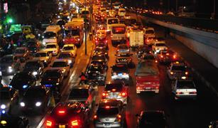 التقلبات الجوية تتسبب فى كثافات مرورية بالقاهرة والجيزة