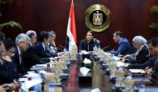 """""""تويوتا"""" تصنع 240 ألف مينى باص بالغاز الطبيعى للعمل في مصر.. ونصر: مشروع الإحلال أولوية للحكومة"""