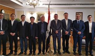 """وزير قطاع الأعمال العام يبحث آليات التعاون مع """"دونج فينج"""" الصينية لإنتاج أول سيارة ركوب كهربائية في مصر"""