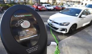 دراسة بريطانية: السيارات الكهربائية أقل تكلفة في امتلاكها وتشغيلها من البنزين