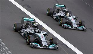 فريق مرسيدس بطل العالم في فورمولا-1 يزيح الستار عن سيارته الجديدة