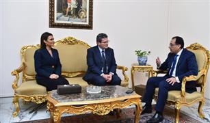 """بعد أيام من عودة مرسيدس.. رئيس الوزراء يبحث مع """"بيجو"""" الاستثمار في مصر"""