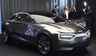 كيا تقدم سيارة كهربائية بتقنية الشحن اللاسلكي